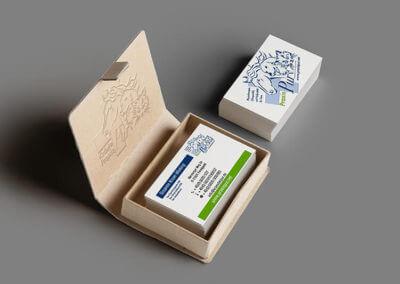 Visitenkarten Verpackung mit Prägungen. Grafikdesign für Printmedien von vom hofe foto/design aus Gummersbach (NRW)